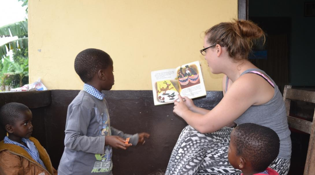 A volunteer reads aloud to children in Ghana during her global gap year abroad.